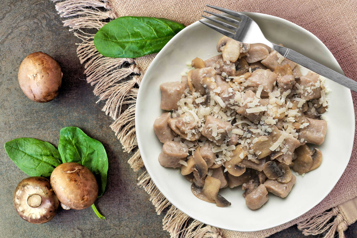 Gnocchi with mushrooms and sausage: the Calabrian recipe