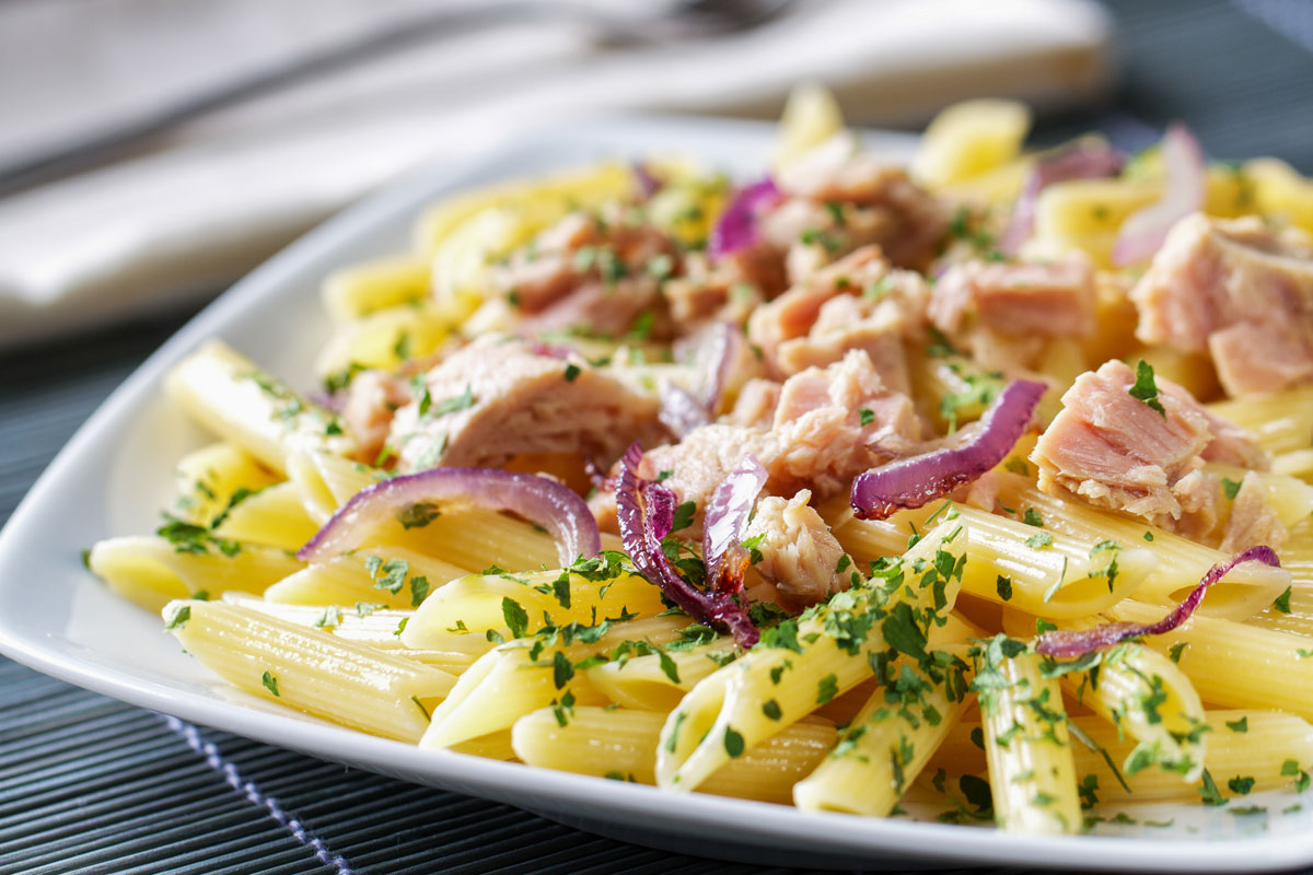 Calabrian recipes: pasta with tuna and Tropea onion