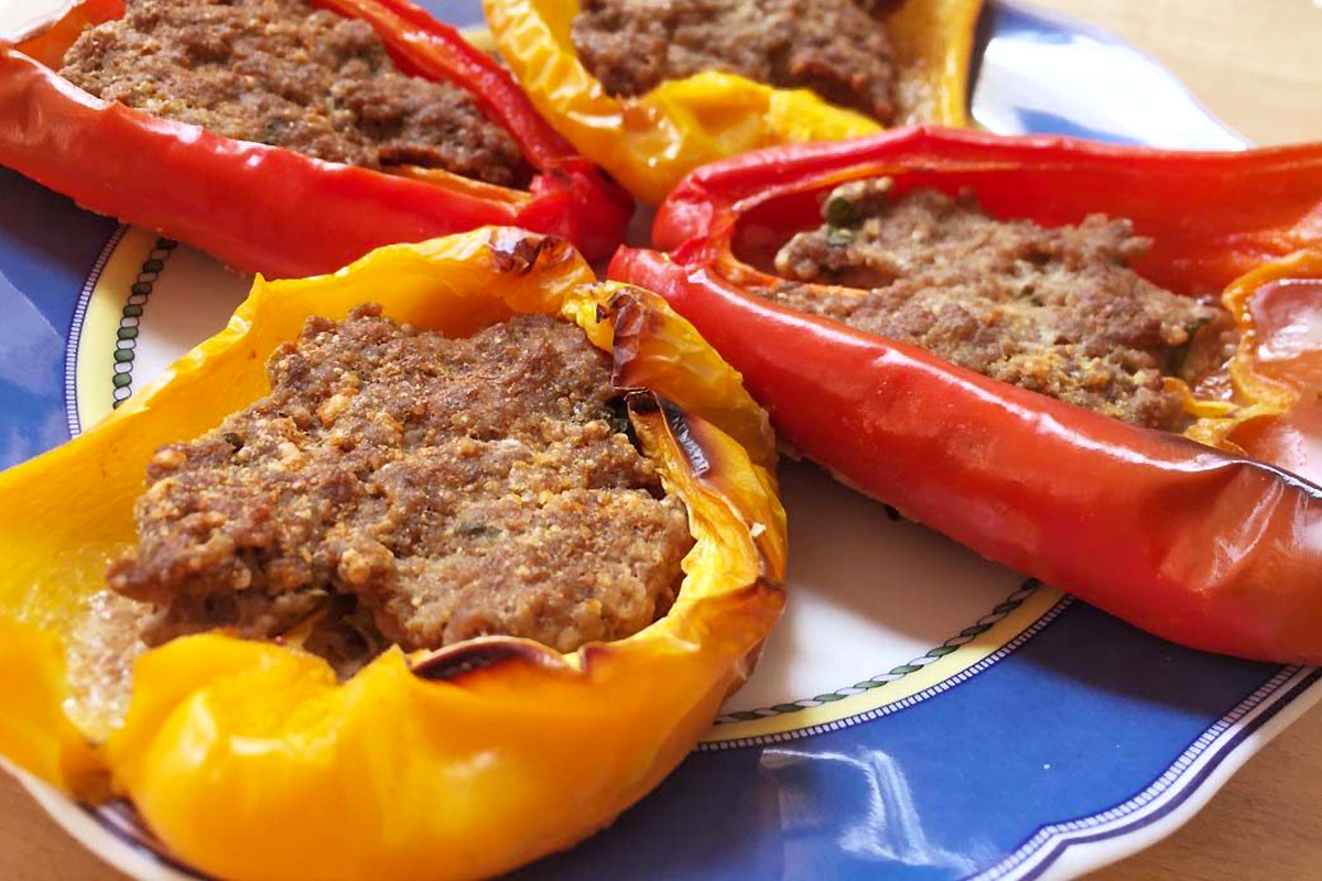 Peppers stuffed with meat and sausage: the Calabrian recipe