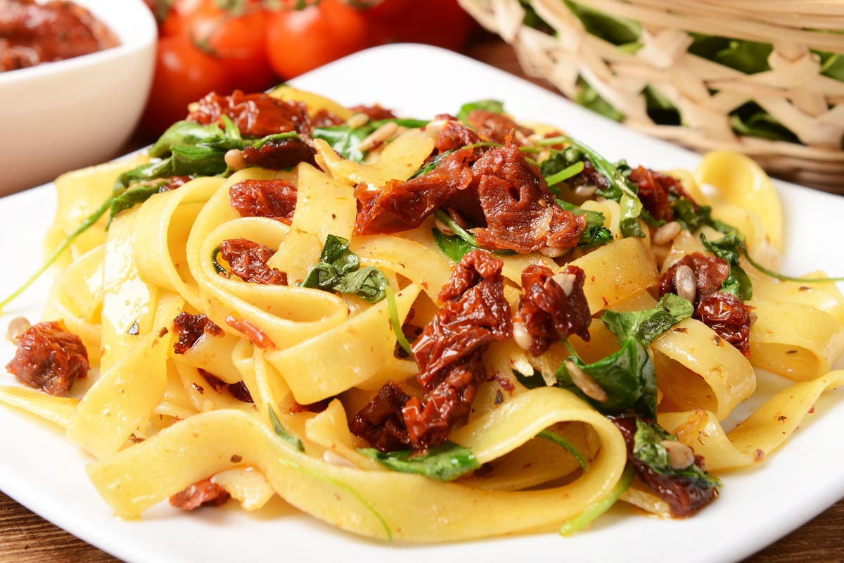 Pasta with sun dried tomatoes: the Calabrian recipe