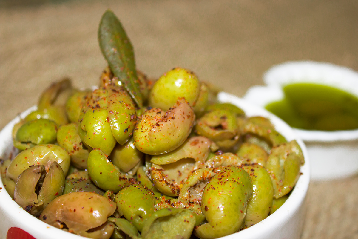 Calabrian crushed olives: how to prepare them