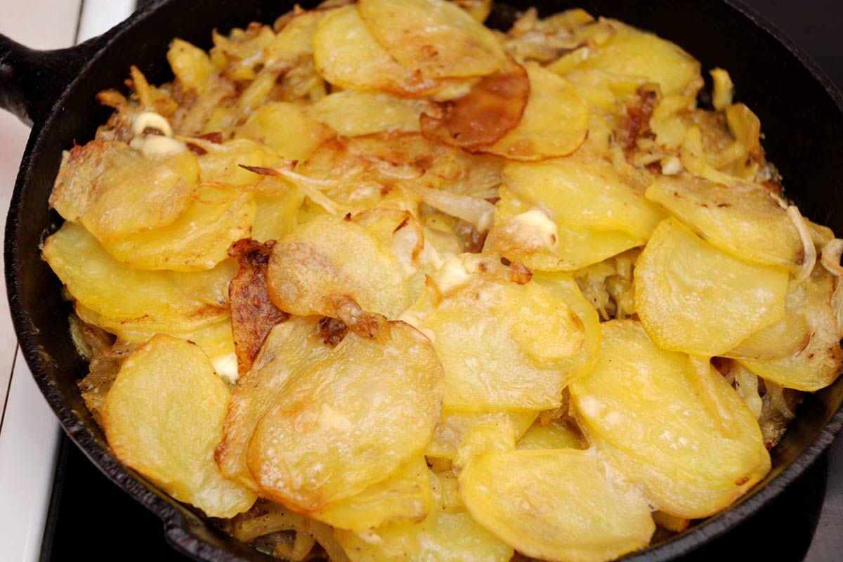 How to make Patate 'mbacchiuse with Tropea onions