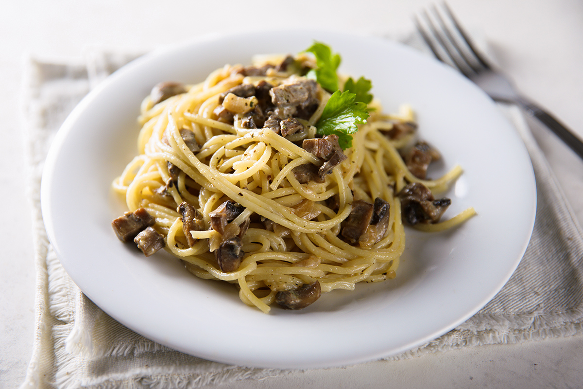 Spicy spaghetti with porcini mushrooms